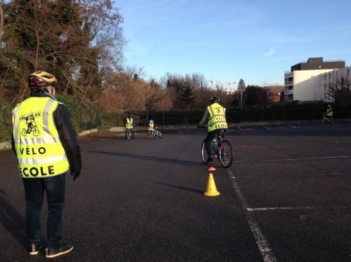 Séance de vélo-école de Vélo-Cité 63 à Clermont-Fd